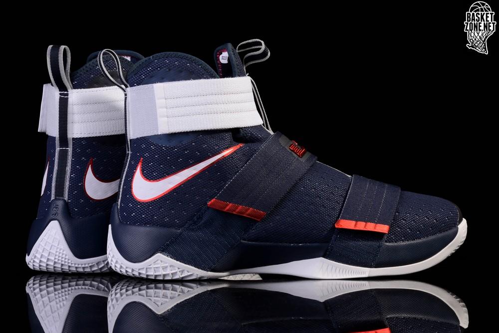 Nike Lebron Soldier 10 (GS) Chaussures de Basket-Ball, Homme, Noir, 39