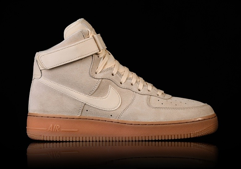 release date e5bbc bcd70 NIKE AIR FORCE 1 HIGH '07 LV8 SUEDE MUSLIN voor €97,50 | Basketzone.net