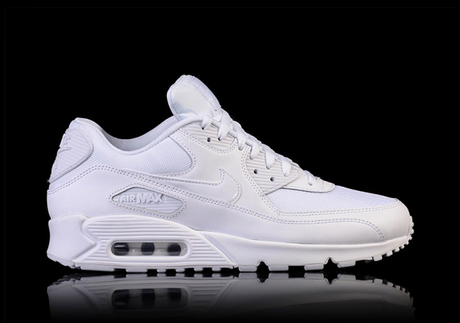 0d6f0cebaf25de NIKE AIR MAX 90 ESSENTIAL TRIPLE WHITE pour €129,00 | Basketzone.net