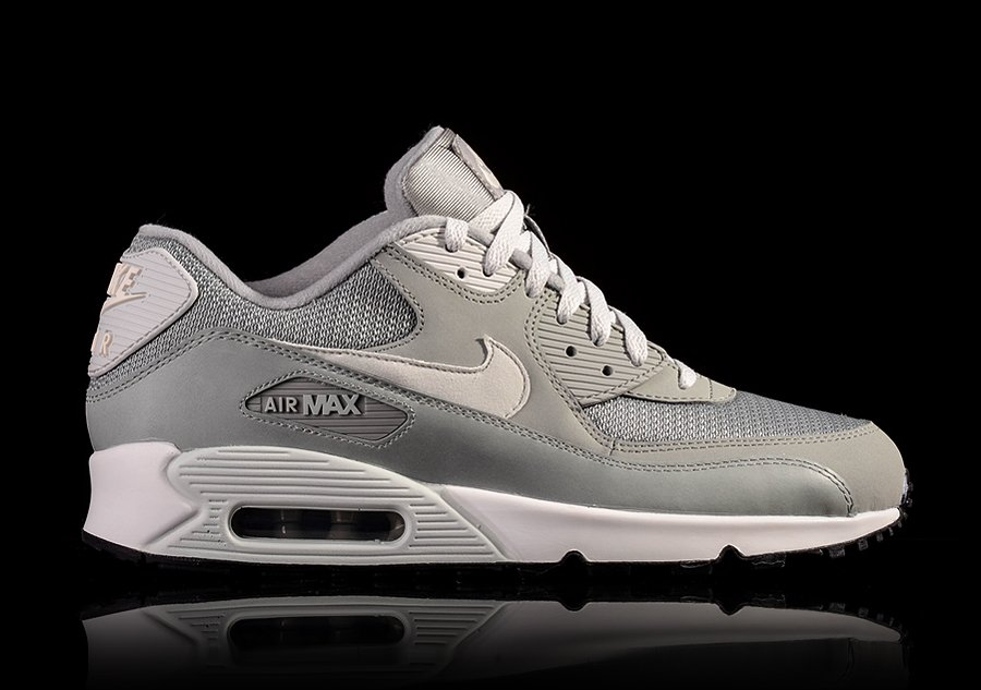 NIKE AIR MAX 90 ESSENTIAL BASE GREY pour €102,50   Basketzone.net d0d9ab53e25d